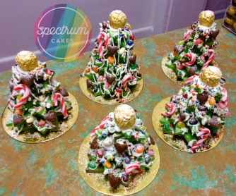 How about these beautiful cookie-stack Christmas trees as a gift for a special someone?